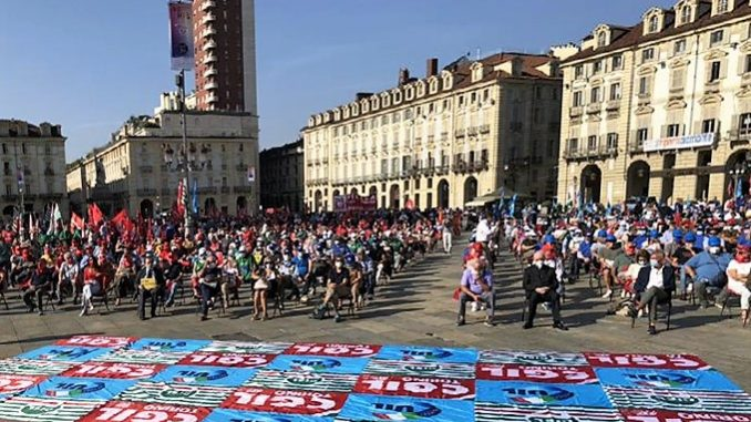 Sindacati in piazza a Torino, patto coraggioso contro declino