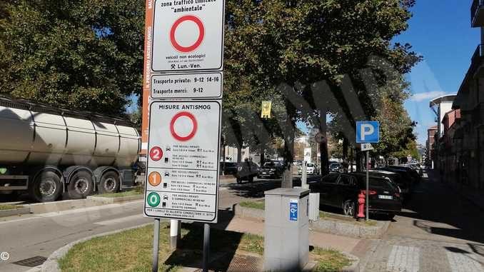 Smog: dal 1° ottobre l'aria inquinata fermerà i diesel Euro 5
