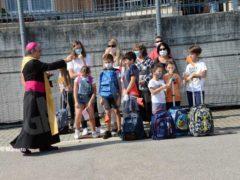 Una benedizione ai bambini per iniziare bene l'anno scolastico 8