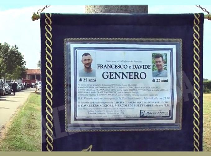 Funerali nell'aia della cascina Gennero per i due fratelli morti nel silo dell'azienda agricola di famiglia