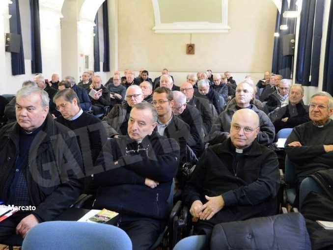 Un incontro dei sacerdoti albesi