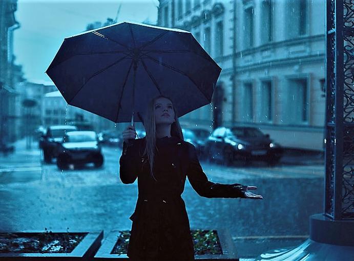 meteo temporale pioggia ragazza