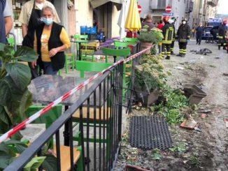 Cinque ciclisti investiti da un'auto a Monforte, nulla da fare per una di loro