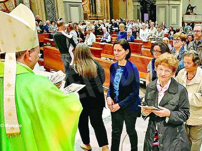vescovo mandato catechisti