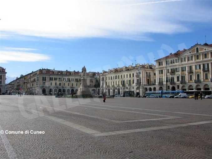 Nella città di Cuneo ci sono 8 positivi ogni mille abitanti, spostato il mercato Trovarobe