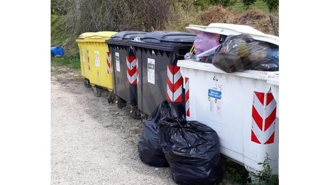 La Polizia municipale di Dogliani sanziona un cittadino per abbandono di rifiuti in via San Luigi