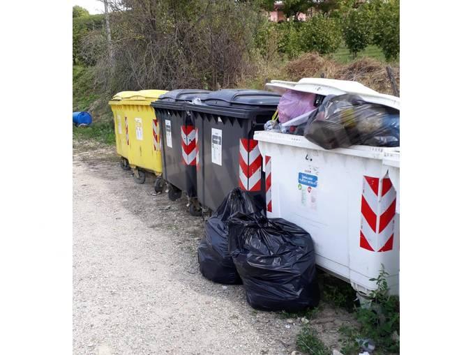 Dogliani rifiuti abbandonati (002)