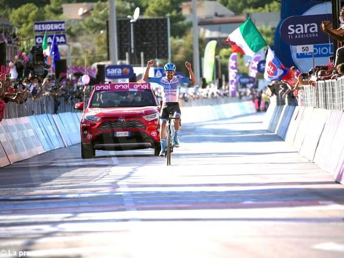 Giro d'Italia: fuga d'altri tempi di Dowsett. Domani arrivo in salita