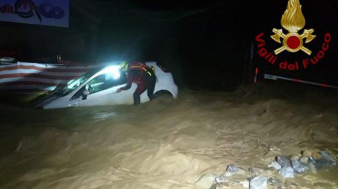Maltempo: notte impegnativa per la furia del torrente Vermenagna che ha esondato (VIDEO)