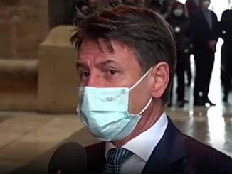 Coronavirus: Conte, stop alle gite scolastiche e mascherine anche in casa
