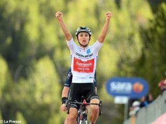 Giro d'Italia: lo Stelvio cambia la classifica. Domani arrivo ad Asti