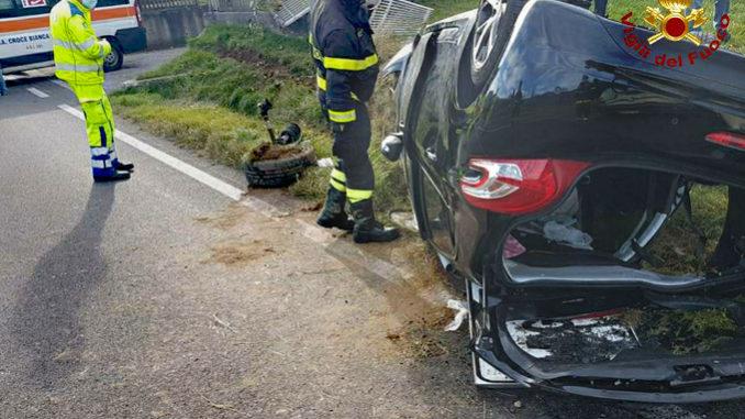 Cappotta con l'auto sulla Statale del Colle di Nava: ferito il conducente