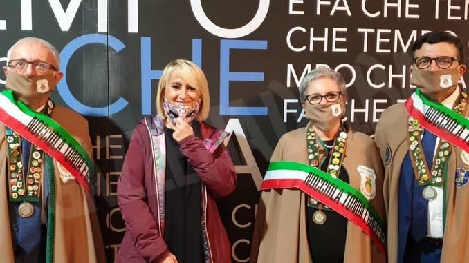 La Confraternita della nocciola ha fatto gli auguri a Luciana Littizzetto