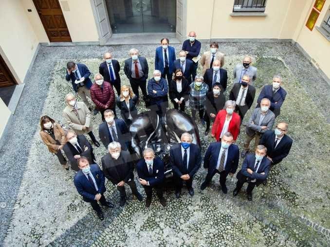 AlluvGaetano Miccichè di Ubi banca con i consiglieri della fondazione Crcione: fondazione Crc e Ubi banca devolvono un milione di euro