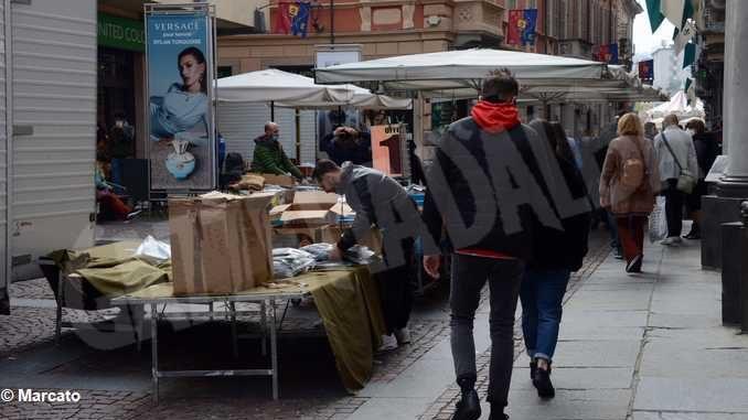 Per gli ambulanti del mercato del sabato di Alba, non c'è pace