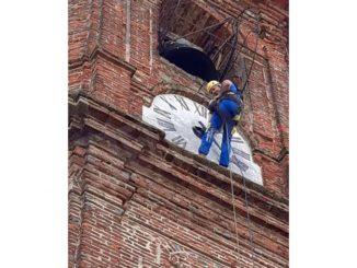 Effettuati restauri acrobatici sulla torre campanaria di Montà