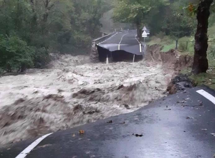 crollo strada in Val Roya