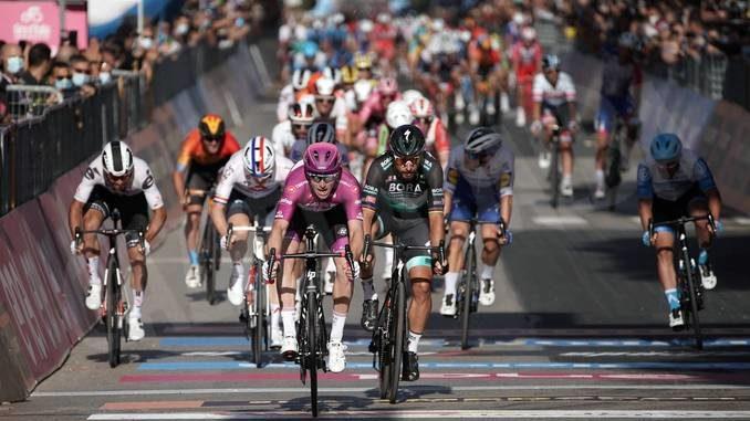 Giro d'Italia: mancano due settimane alla tappa con partenza da Alba