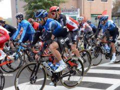 La partenza della tappa Alba-Sestriere (fotogallery) 4