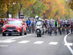 La partenza della tappa Alba-Sestriere (fotogallery) 7