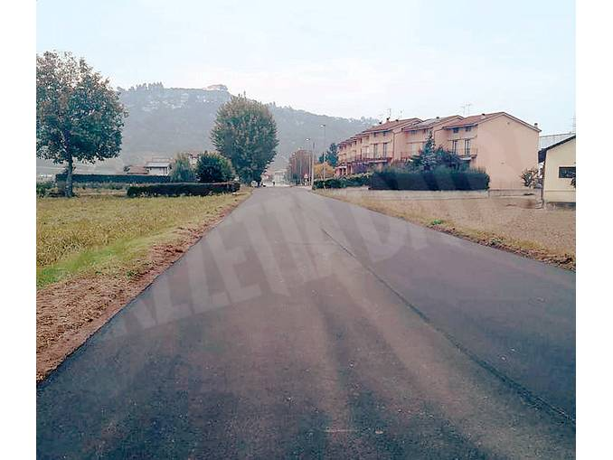 guarene strada asfaltata