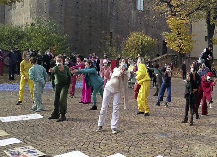 lavoratori spettacolo in piazza Castello a Torino