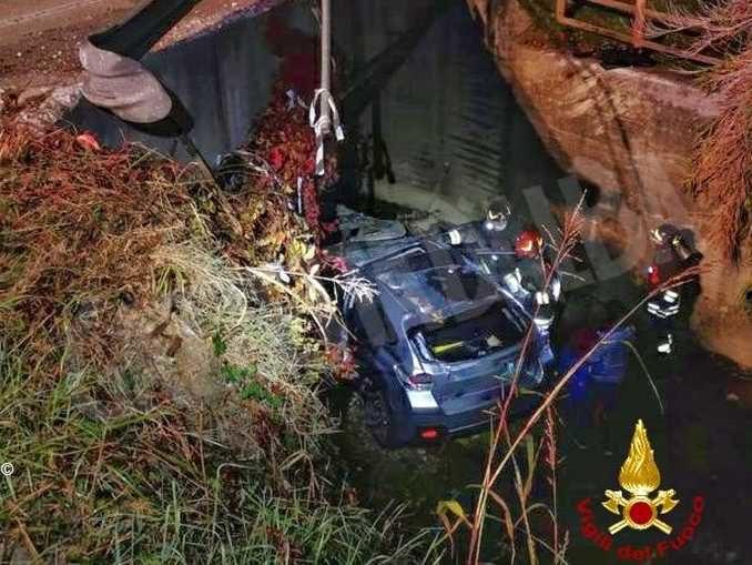 Finsice con l'auto in un torrente a Monticello: lievemente ferito un uomo di 55 anni