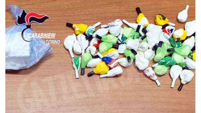 Caramelle di cocaina: l'ultima trovata di una coppia di pusher di Moncalieri