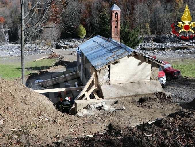 I Vigili del fuoco mettono in sicurezza la chiesa di San Pancrazio