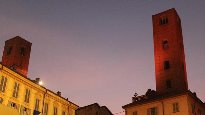 Giornata internazionale per l'eliminazione della violenza contro le donne: le torri di Alba si illuminano di rosso