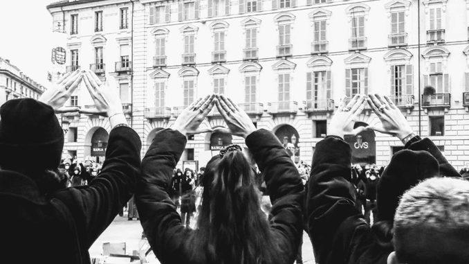 Violenza donne: Torino, la piazza abbatte il 'muro' sessista