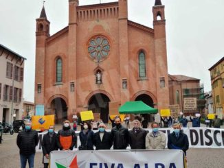 Ambulanti scendono in piazza ad Alba contro il blocco dei mercati non alimentari 3
