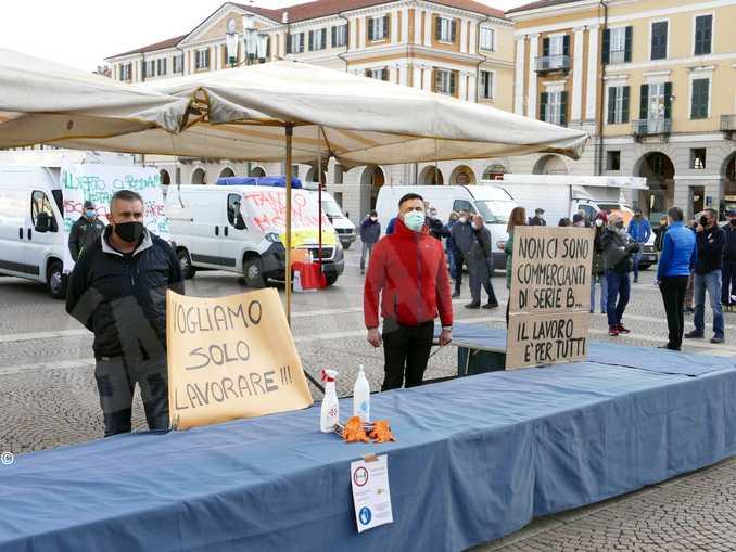cuneo mercato protesta ambulanti 2