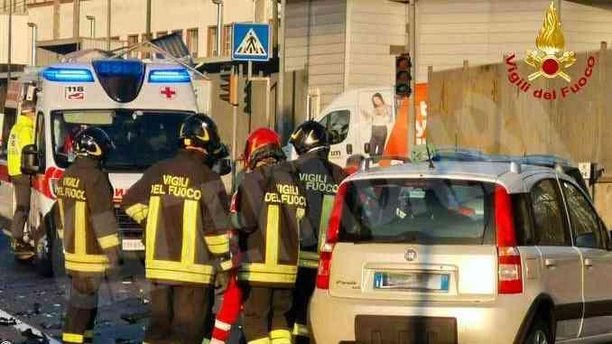 Frontale davanti alla Diageo di Cinzano: automobilista ferito in modo lieve