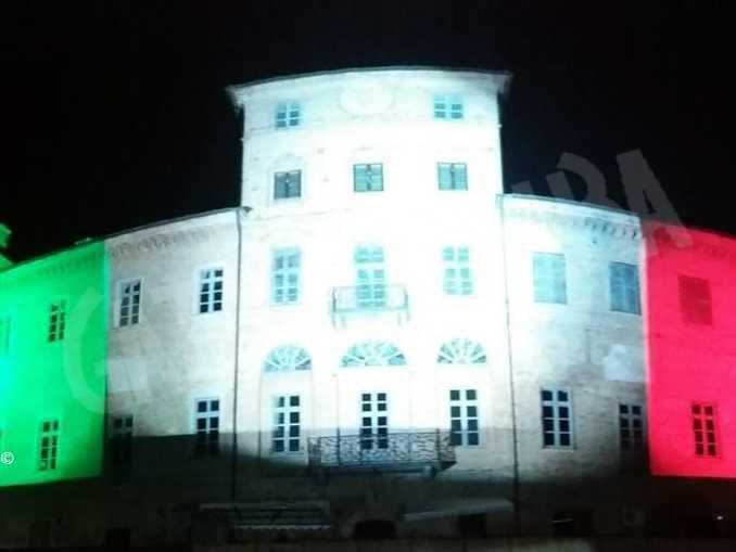 Egea illumina anche il castello di Magliano Alfieri col tricolore 1