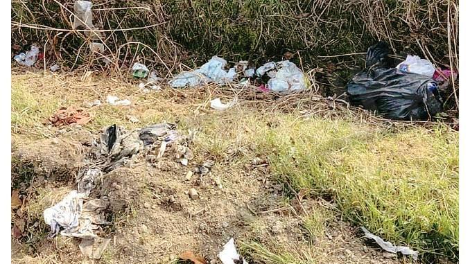 Sanfrè: non si ferma l'abbandono dei rifiuti nelle strade di campagna