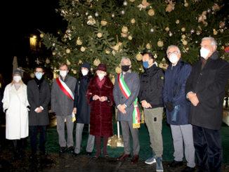 Alba: accesso l'albero di Natale Ferrero