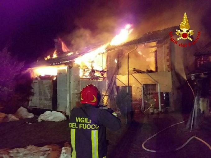 Cascinale in fiamme Villanova Mondovì 2020-12-21