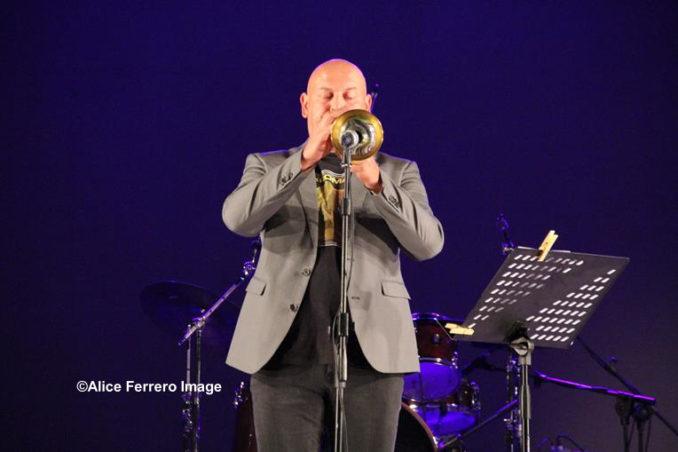 Italian Spirit un disco ambizioso per il duo jazz Marco Vezzoso e Alessandro Collina, che risuona sulle note di Vasco Rossi ed altri grandi della musica italiana, fino al Sol Levante 9