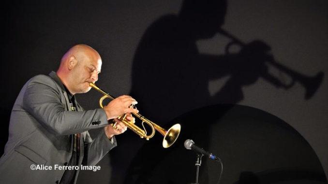 Italian Spirit un disco ambizioso per il duo jazz Marco Vezzoso e Alessandro Collina, che risuona sulle note di Vasco Rossi ed altri grandi della musica italiana, fino al Sol Levante 10