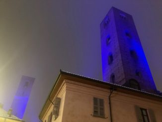 Le torri di Alba s'illuminano di blu per la giornata internazionale delle persone con disabilità