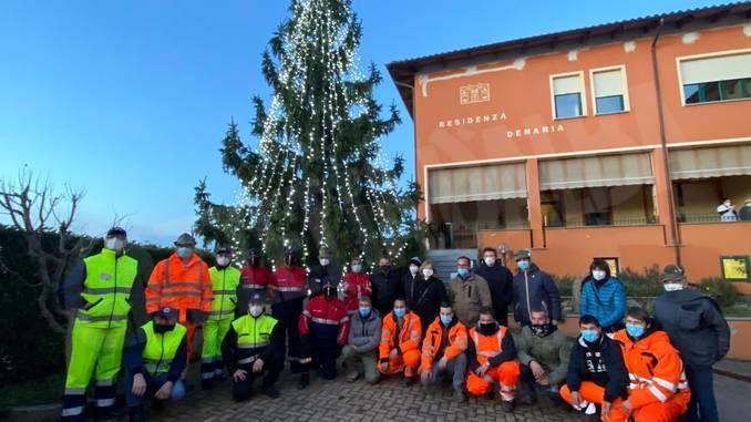 Alla casa di riposo di Neive è stato acceso l'albero di Natale