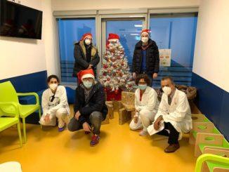 Tabui porta i regali di Natale all'ospedale di Verduno