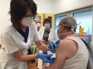 Covid, il primo vaccinato a Verduno è il dottor Valter Iberti