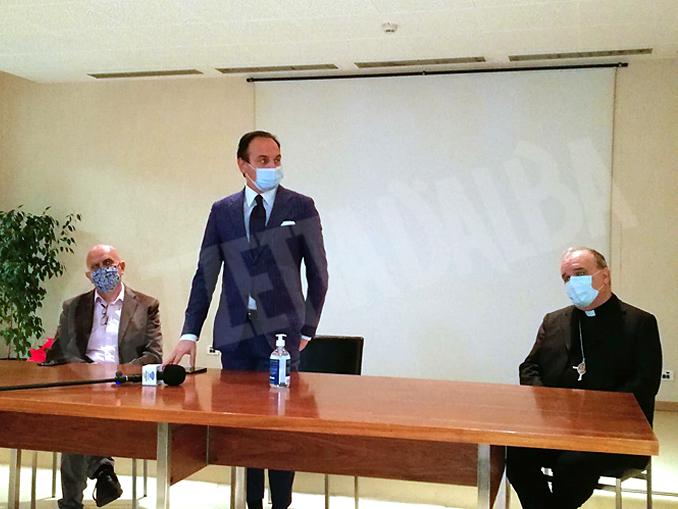 Vaccine Day presidente della Regione Piemonte Alberto Cirio in conferenza dalla Residenza di Rodello