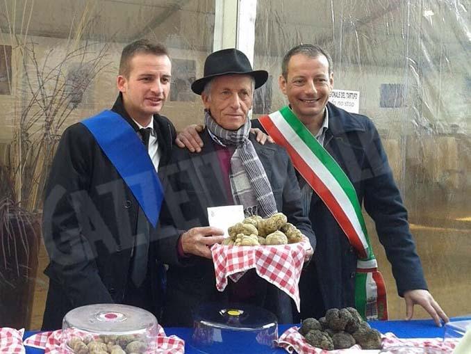 Foto: al centro Piero Trinchero il trifolau sandamianese
