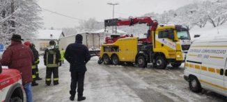 La neve blocca un camion in frazione Rutte a Bosia 1