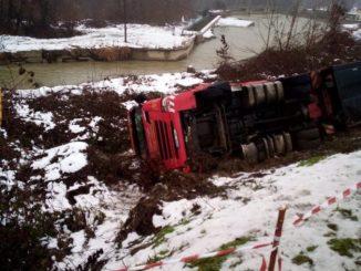 Mercoledì 6 gennaio chiusa la provinciale Pollenzo-Cantina Roddi per recupero camion ribaltato