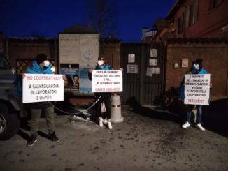 Cherasco: i lavoratori della casa di riposo si incatenano