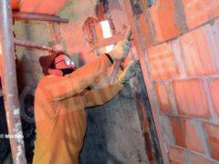 Si lavora sulla punta della torre campanaria 8